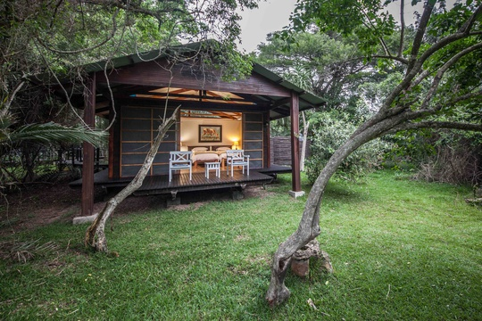 Luxury accommodation for Family Safari Holiday at Makakatana Bay in KZN, South Africa.